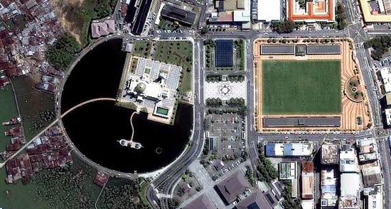 1m IKONOS imagery for the Sultan Omar Ali Saifuddien Mosque, Bandar Seri Begawan, Brunei